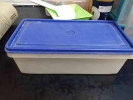 Tupperware plastik kotak