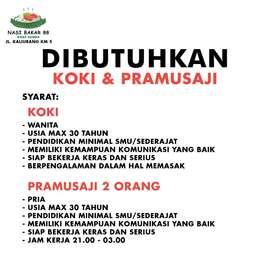 Koki dan Pramusaji Nasi Bakar Jalan Jl. Kaliurang
