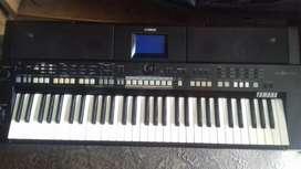 Keyboard yamaha psr s650 sampling mantap