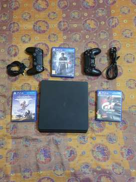 PS4 500GB WITH 3GAMES AND 2 WIRELESS REMOTES