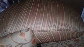 5 seater mint n excellent condition sofa gulshan ma hy