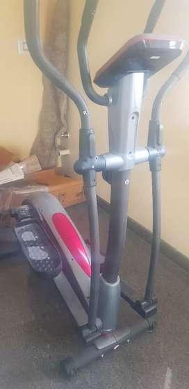 Elliptical cross trainer New.