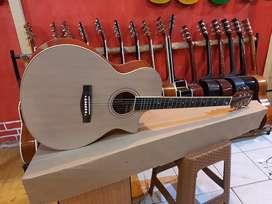 Gitar Akustik Baja Putih