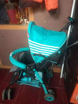 Stroller bayi merek does, pemakaian 10 bulan,