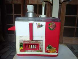 Maharaja juicer(old) at very cheep rate.First check then buy, full set