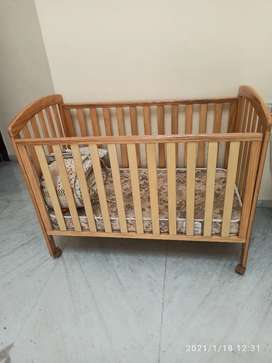 Baby crib in excellent condition