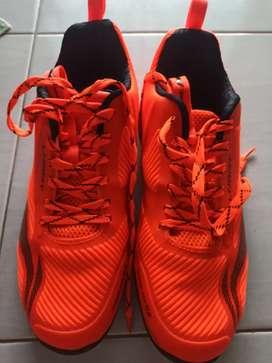 Sepatu badminton Lining claude ace G8