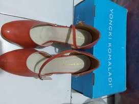 Sepatu wanita bekas