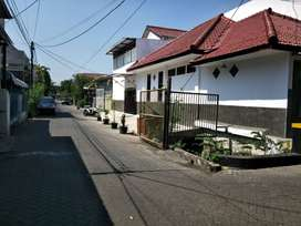 Rumah disewakan di Jalan Krakatau Surabaya. Pusat kota