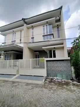 Disewakan Rumah Baru Wonorungkut , Surabaya .
