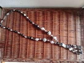 kalung etnik batu kalimantan hitam putih