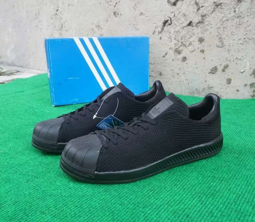 Sepatu Adidas Superstar Bounce for Men in Black 0