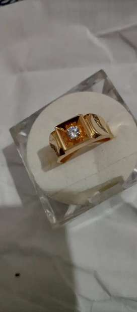 Gold gents ring and ear rings for ladies
