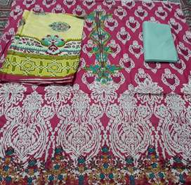 Embroided lawn replicas
