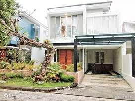 rumah 2 lantai istimewa dan premium perumahan depan bandara adisucipto