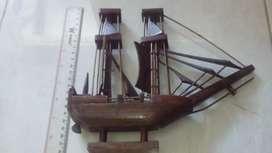 Miniatur Kapal pinishi kayu