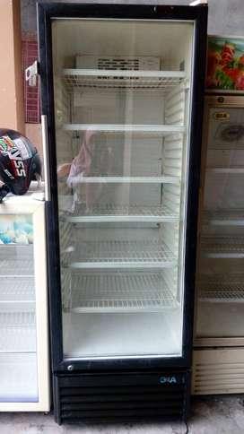 Jual murah showcase GEA 6rak mulus masih dingin normal kondisi jos