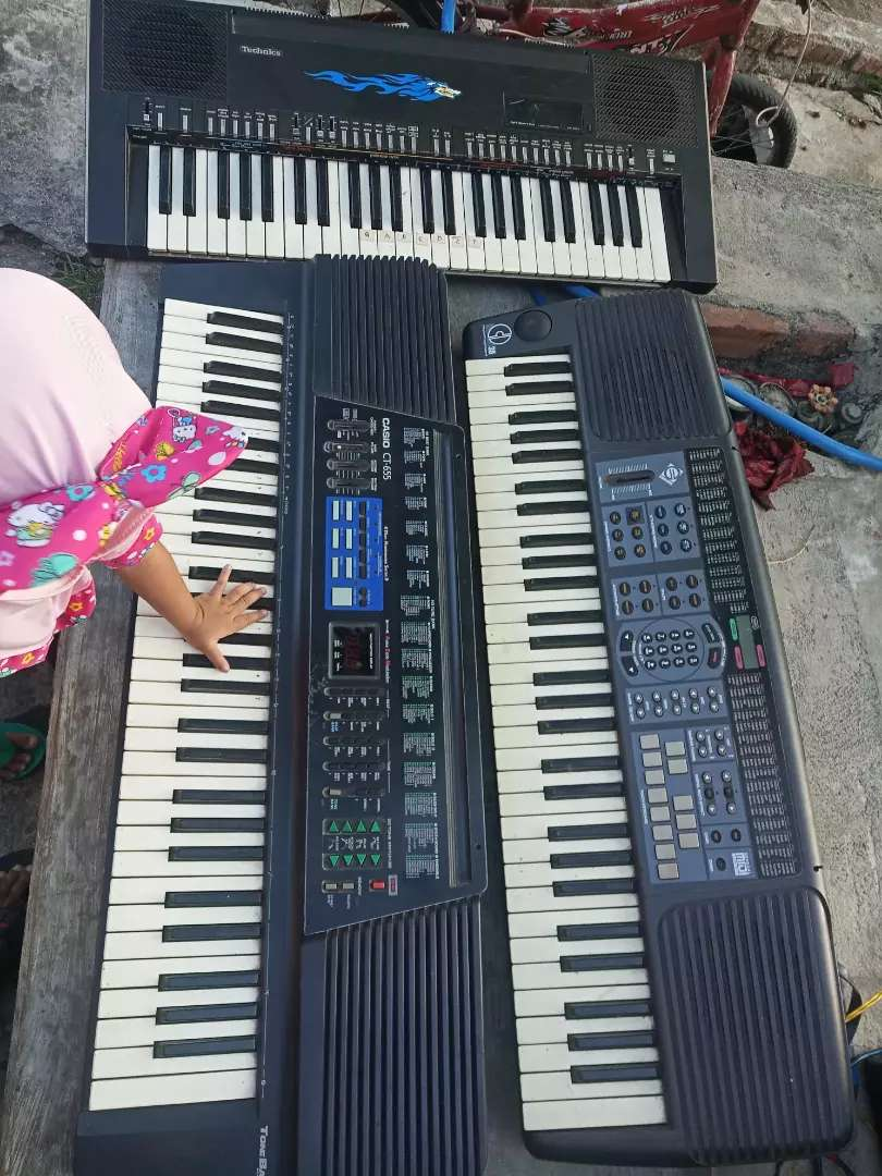 Dijual keyboard 4unit borongan semuanya minus  mesin hidup semua 0