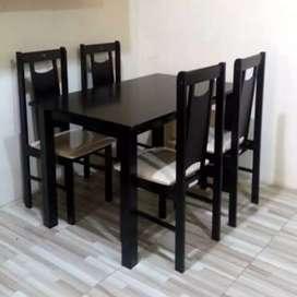 Meja makan kayu minimalia
