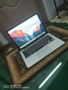 Macbook Pro 2015,Core i5 with 8GB Ram, 256 SSD at LAHORE.