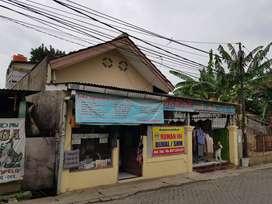 Rumah ada toko di depan di pinggir jalan utama bisa d pakai buat usaha
