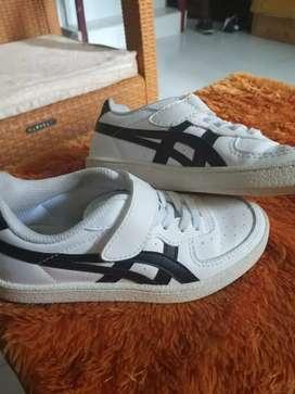 Sepatu onitsuka kids size 30 msih mulus,free laundry