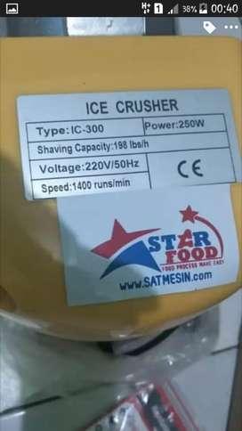 Di jual mesin es serut / ice crusher