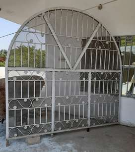 2 iron Grill for sale 8*8.