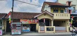 Dijual Rumah + 2 Kios, 3 Lantai