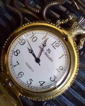 Jam saku antik bahan Logam