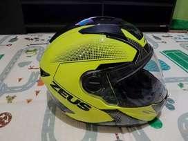 Helm zeus 811 hijau