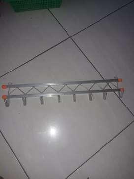 Hanger pintu aluminium
