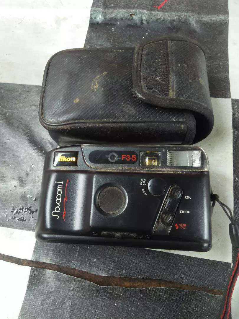 Kamera jadul dan antik masih pakai film masih bagus lampu flas hidup 0