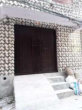 new floors on rent at sant nagar main market burari( no brokerage)
