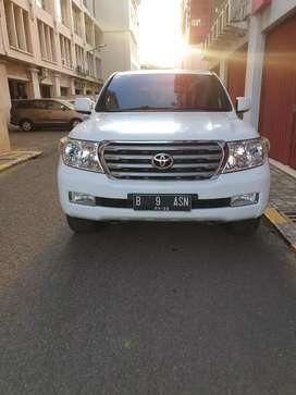 Toyota landcruiser V8 diesel 2011 putih jual cepat