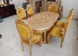 Set meja makan Manohara mewah