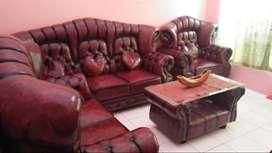 Sofa mewah warna merah