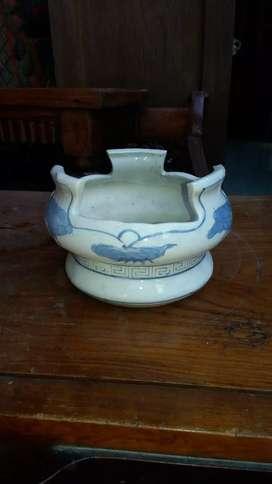 Tempat abu dari keramik