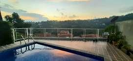 Kolam renang pribadi sewa villa harian bandung