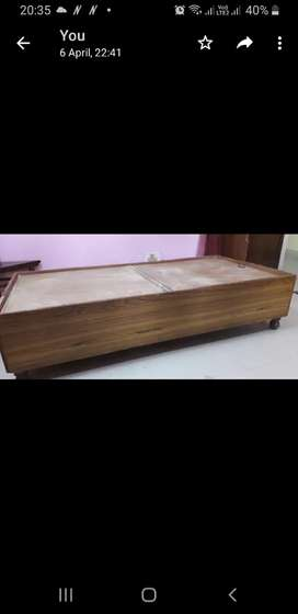 Wooden single diwan with box