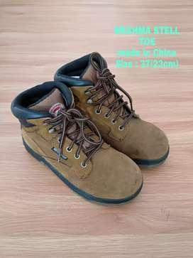 Sepatu boot Brahma Stell toe