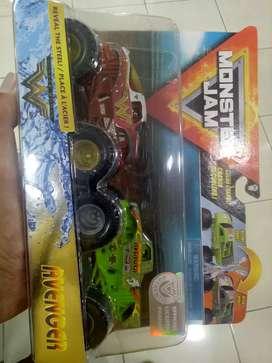 Hotwheels Monster Jam Wonder Woman dan Avenger