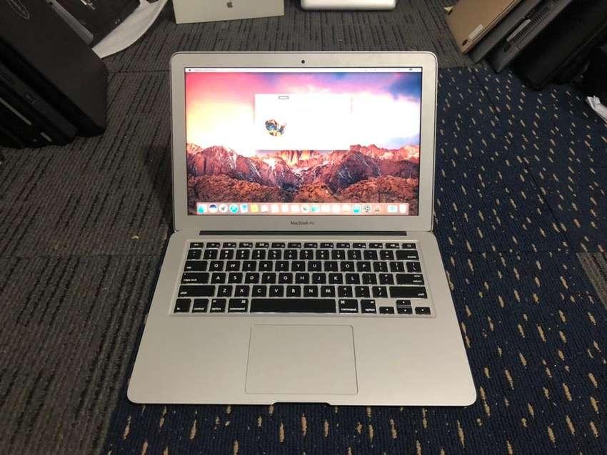 Macbook Air 13inch - Core i5 Early 2014 0