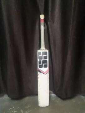 Leatherproof bat in best condition