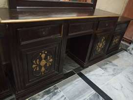 Dressing table (Singhar Meiz)