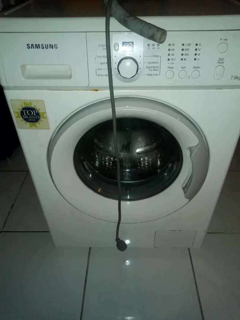 Mesin cuci samsung 7kg Front loading. Rusak ditabung harus d servis. 0