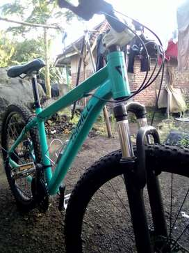Sepeda gunung ThrillOust