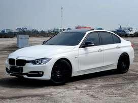 BMW 328i 2015 / Sport / Sunroof / MINT Condition f30 f10 c250 c300