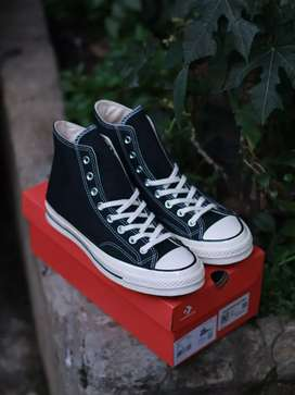 Converse 70 high black egret