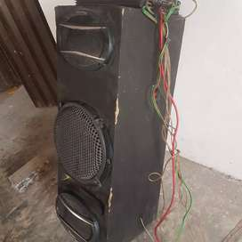 Woofer and Speaker and amp with wires